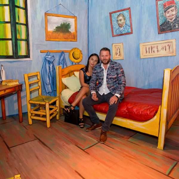 VANGOGH_Bedroom-with-people-1